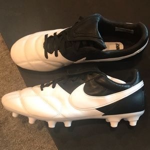 Never Worn Nike Soccer Cleats - Size 8.5 US Mens